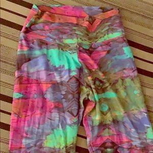 LIQUIDO vibrant printed leggings